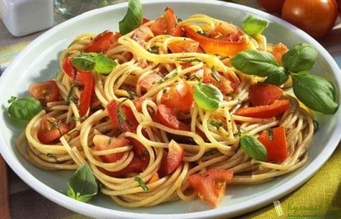 Макароны с помидорами и чесноком и сыром рецепт