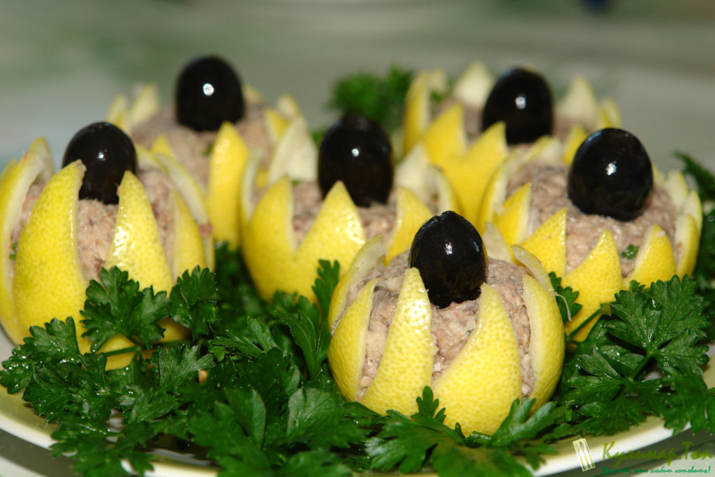 Украшение салата лимоном
