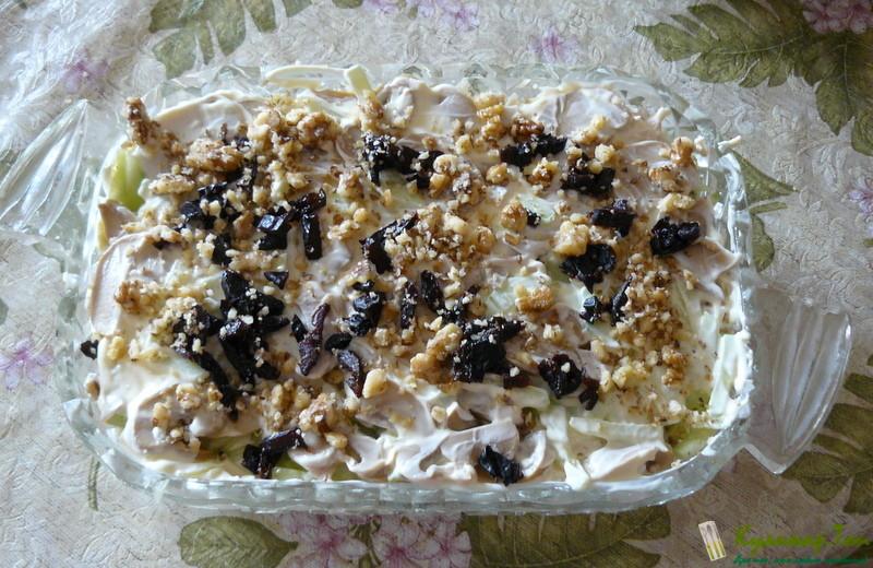 Салат из курицы с черносливом грецкими орехами и сыром рецепт