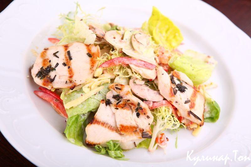 Теплый салат курицей фото