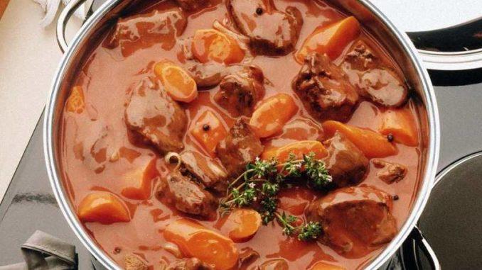 Картошка тушеная с мясом говядины в кастрюле рецепт с пошагово