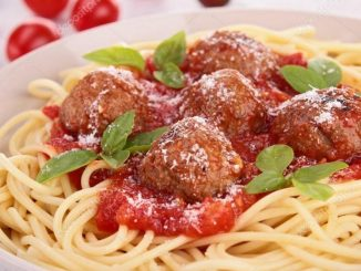 Спагетти с фрикадельками из индейки в томатном соусе
